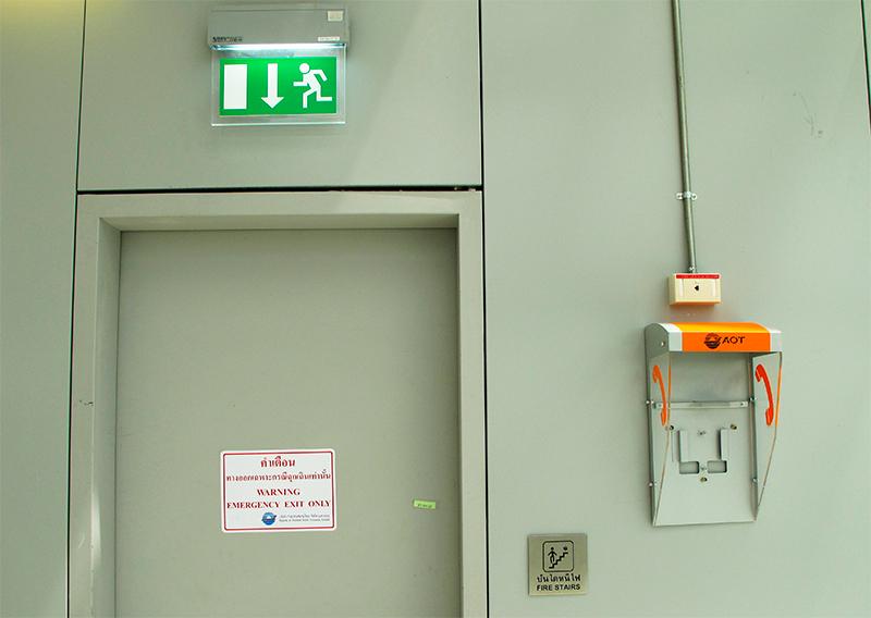 ab4a9485326b4 flickr.com   arthit O uso combinado de saídas regulares e de emergência  permite a evacuação rápida em caso de acidente.