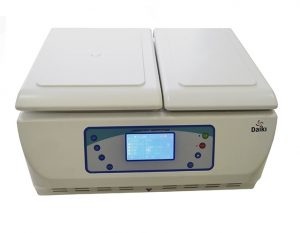 Centrífuga Refrigerada Digital Microprocessada Multi Rotores 5000RPM