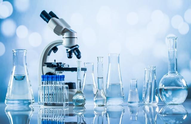 foto de equipamentos de laboratório de microbiologia