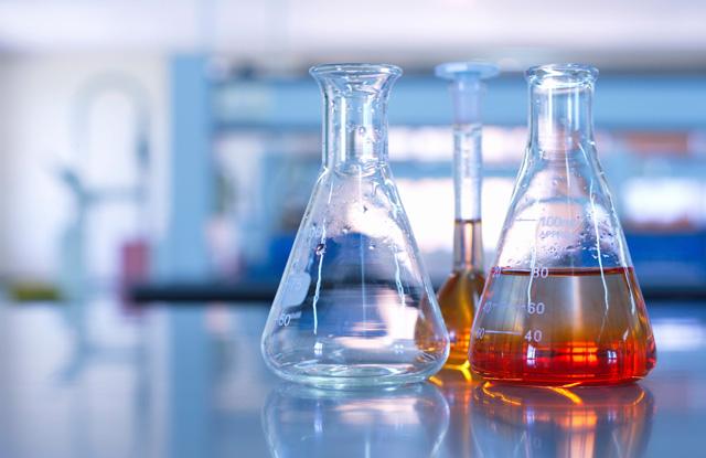 Saiba como usar sabão alcalino na lavagem de vidrarias de laboratório